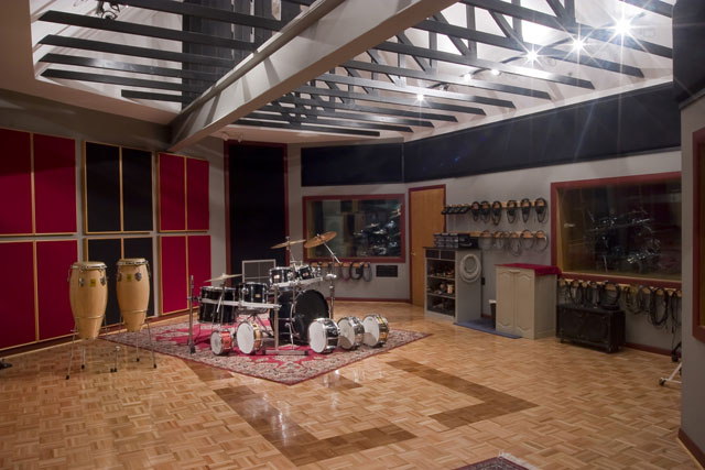 recording studio atlanta real 2 reel studios tour the studio. Black Bedroom Furniture Sets. Home Design Ideas