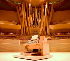 The pipe organ console on stage at The Walt Disney concert Hall in LA